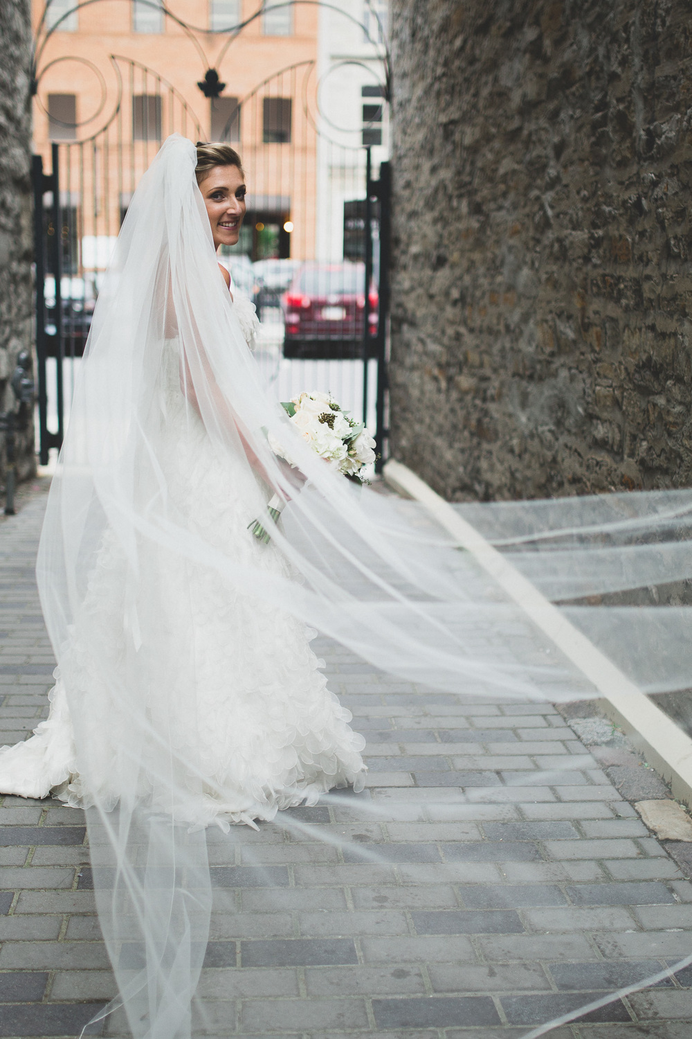 bridal-portraits-with-veil