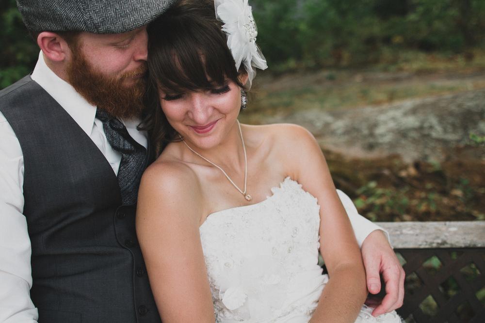 Intimate emotional wedding photos