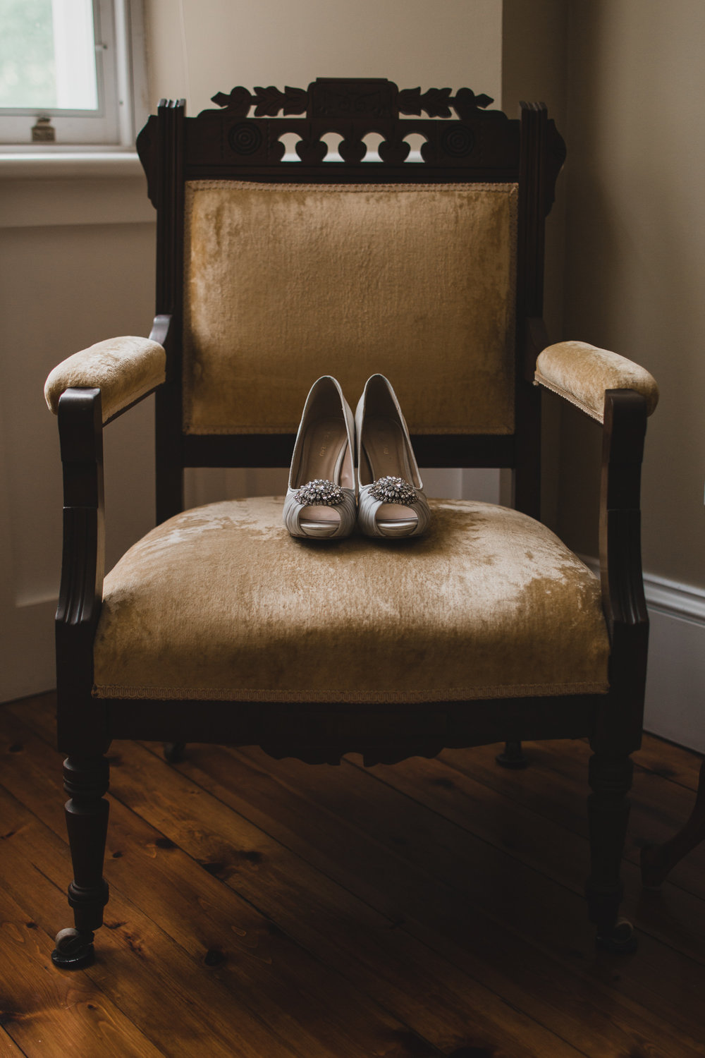 Vintage chair, bride's details