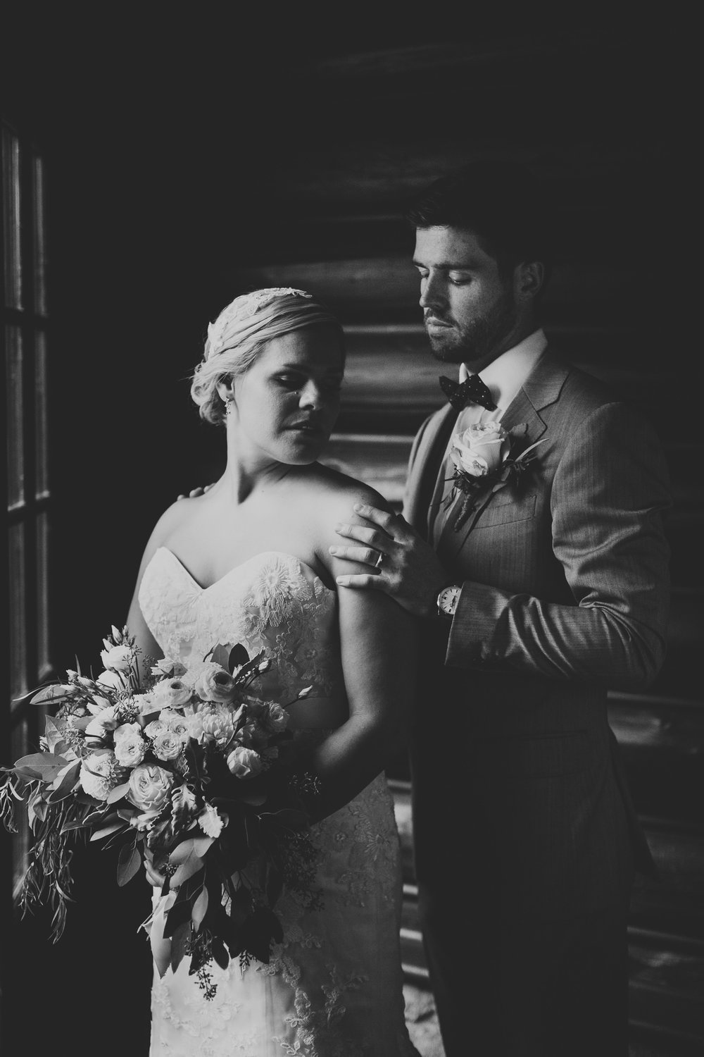 Classical and romantic wedding photography, Ottawa and Western Quebec