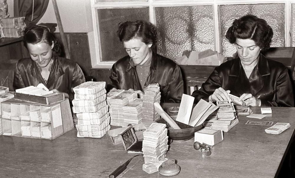 Women with money.jpg