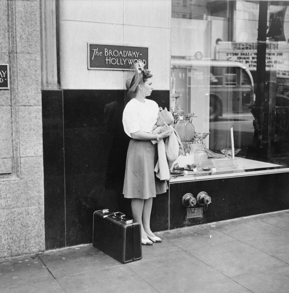 International Travel TipsHollywood_Woman_With_Suitcase_1942.jpg
