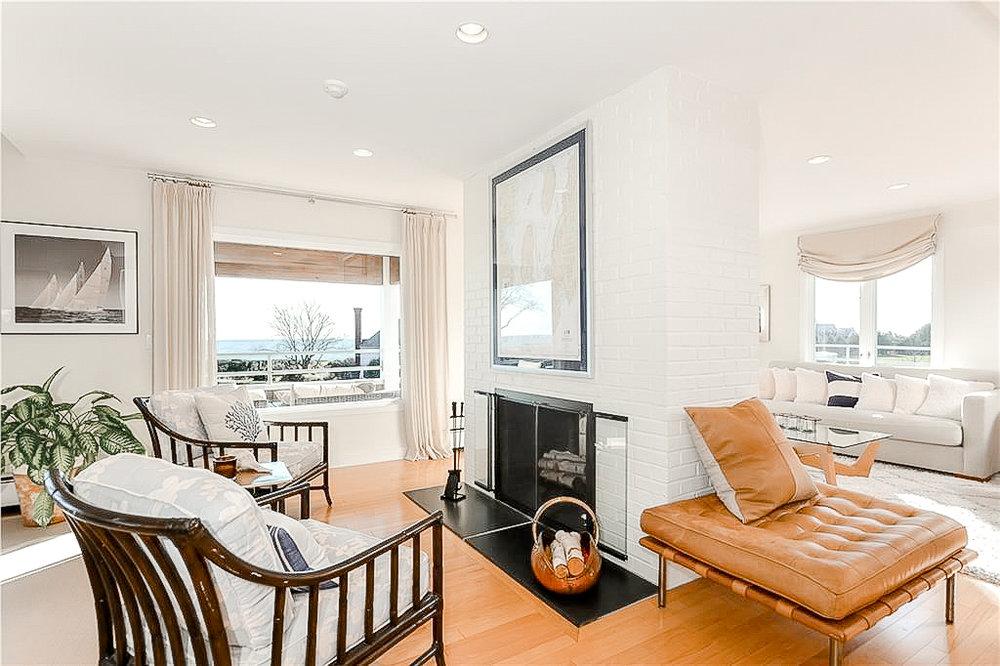 Luxe_and_Livable_Interior_Design_Blog_by_Maloney_Interiors_Newport_Rhode_Island_Lila_Delman_Real_Estate_09.jpg