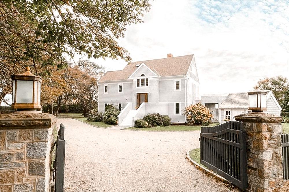 Luxe_and_Livable_Interior_Design_Blog_by_Maloney_Interiors_Newport_Rhode_Island_Lila_Delman_Real_Estate_03.jpg