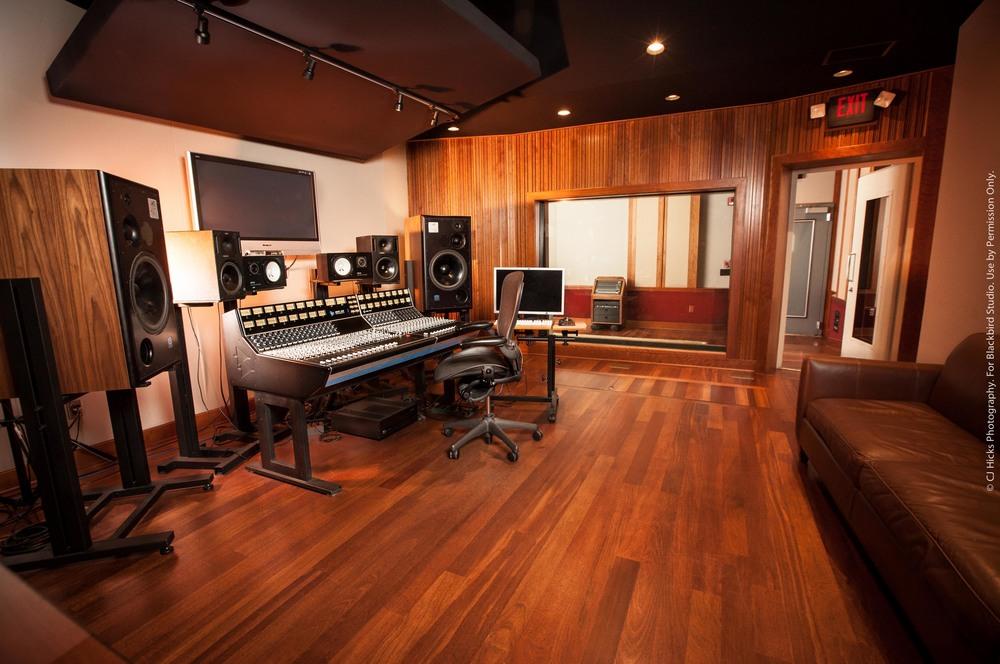 Studio E LoRes-5755.jpg