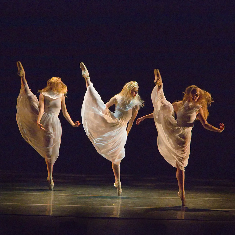 colony  |NEXTwaveLA | la ballet     hoto: reed hutchinson