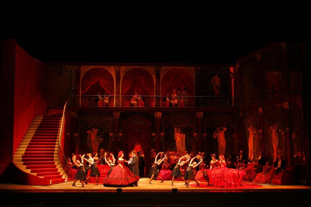 La Traviata  | LA Opera    photo: Robert Millard