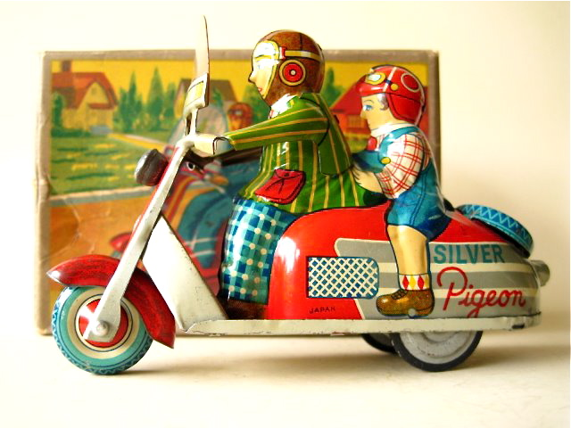 Friction operated Baby scooter, Marusan Japan 1950. Girl sitting on the back, boy is driving. Size: 5.2 inch (13,4 cm). Via scootervintagetoy.blogspot.com