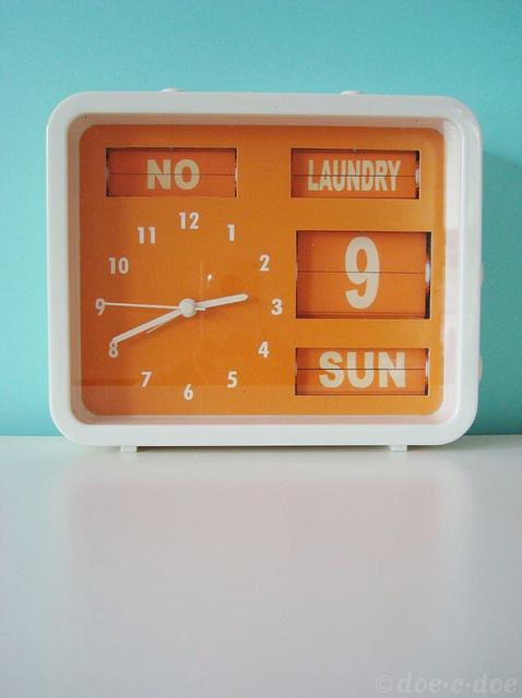 vintage sterling & noble flip clock via flickr