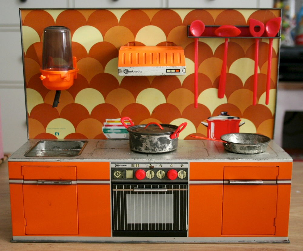 Kitchens in miniature konsumerism run amok for 70s style kitchen cabinets