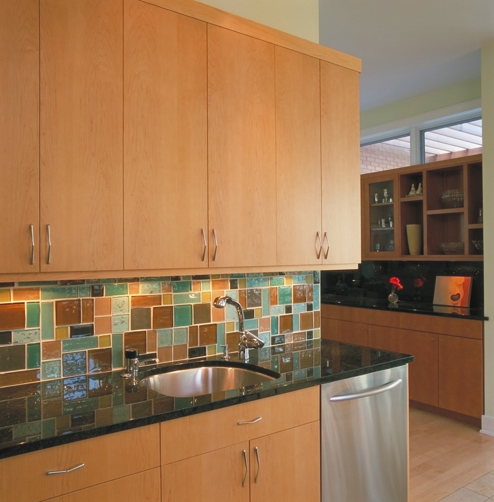 Kitchen - Glass mosaic backsplash