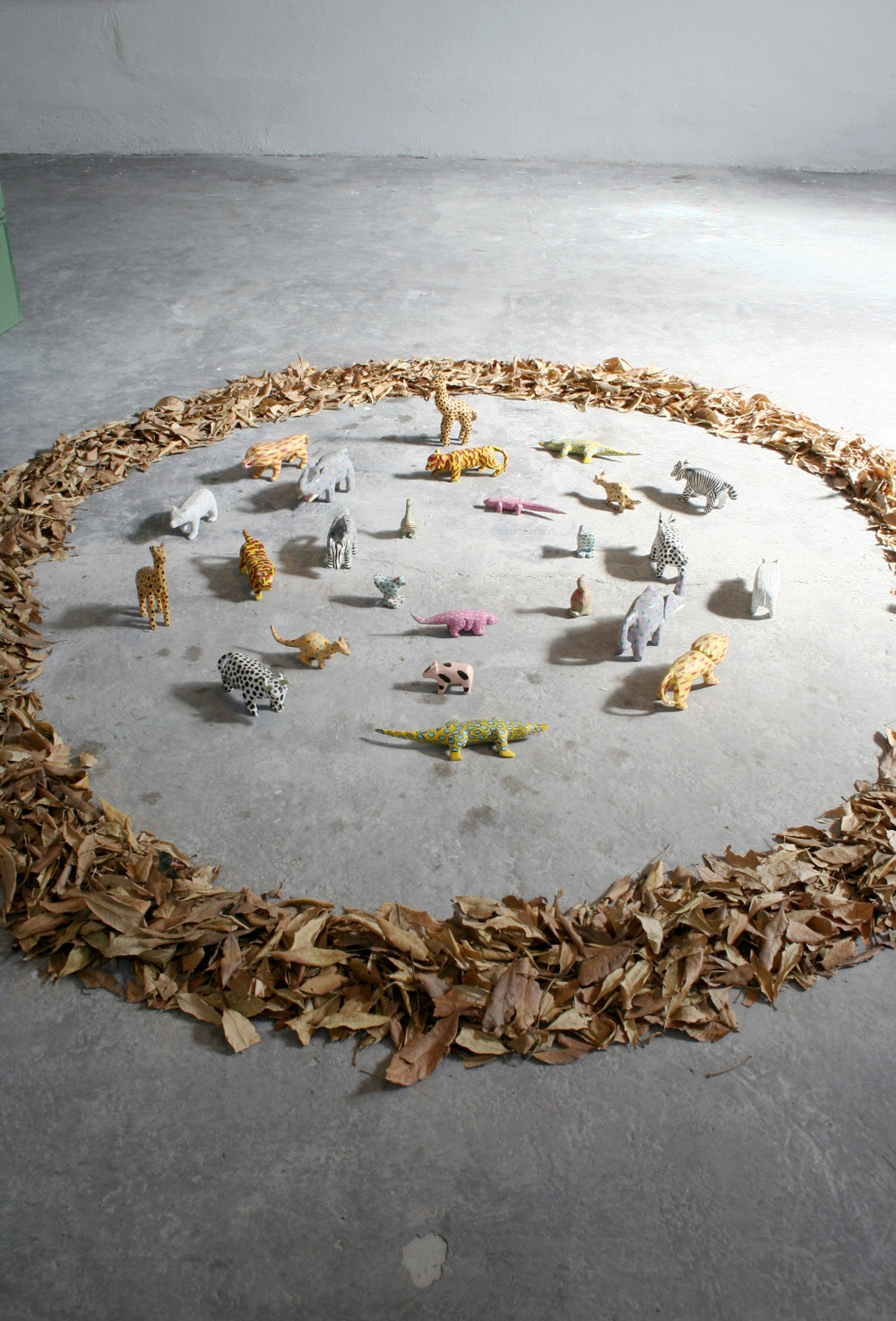En casa de locos ,   2008, Wooden toys and leaves
