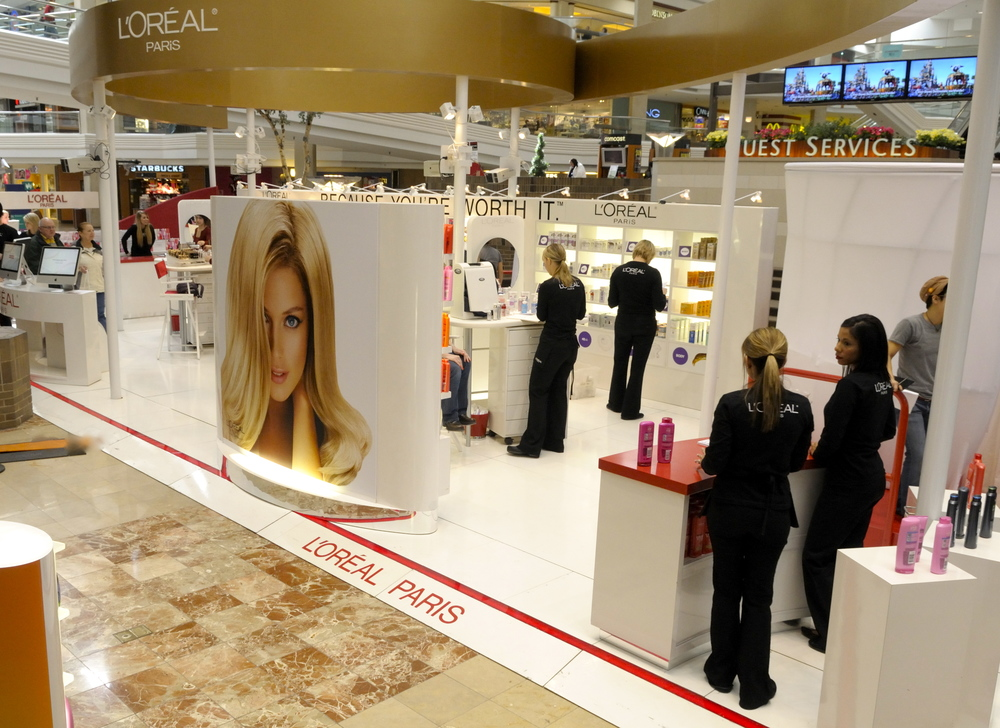 L'Oreal-Mall Tour 08, Woodfield Mall 003.jpg