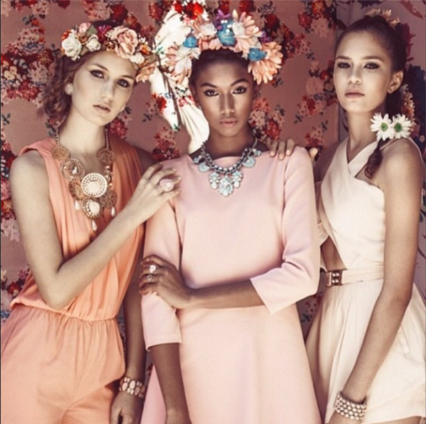 The SERENA crown in Revestida Mag for the Spring 2014 edition! Get it Get it!