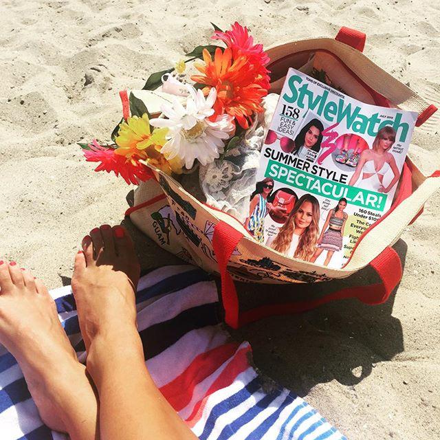 Beachin' it 🌴☀️🌺🌸 #heartshapehotel #flowercrowns #sofia #crown #beachdays #marcjacobs #bag #stylewatch #sun #fun #rockaways #nyc
