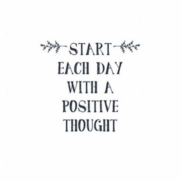 Positive thoughts on this lovely Monday morning! 💗 #heartshapehotel #flowercrowns #inspiration #good #vibes #only