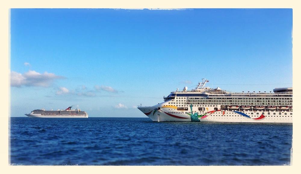 Mama boat & baby boat