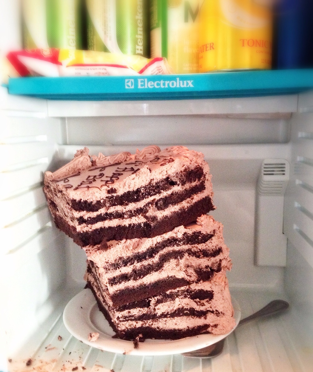 "How to save a 14"" cake in a dorm fridge"