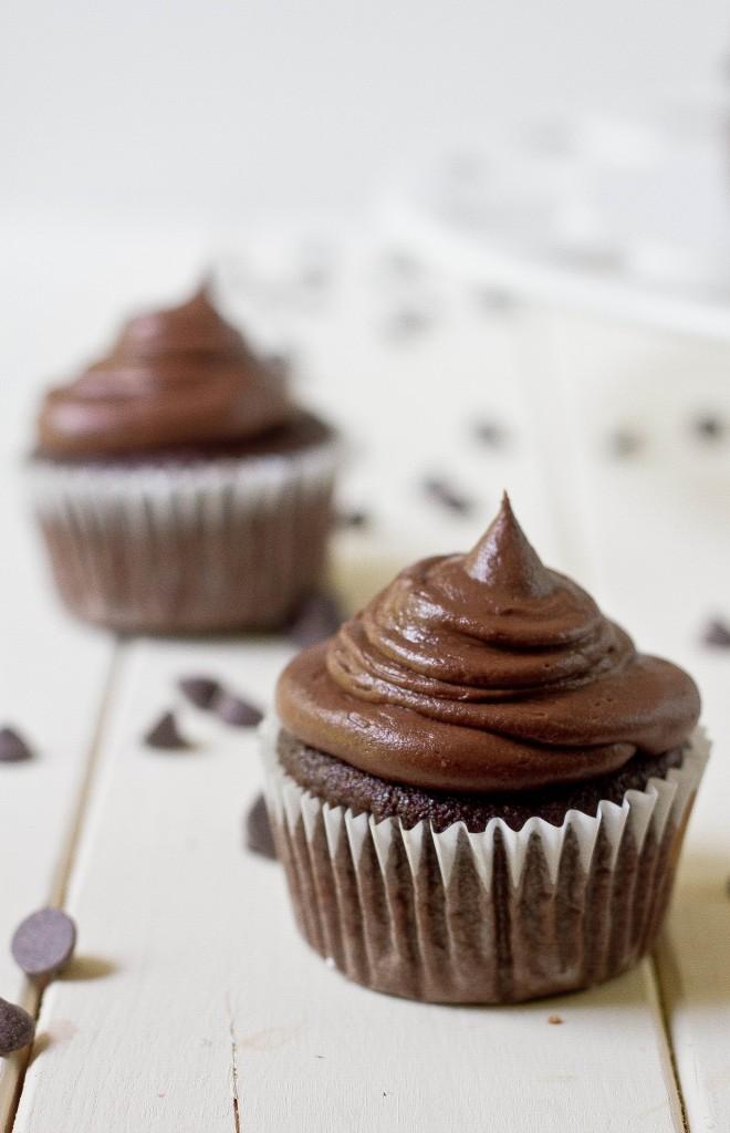 paleo-chocolate-cupcakes-660x1024.jpg