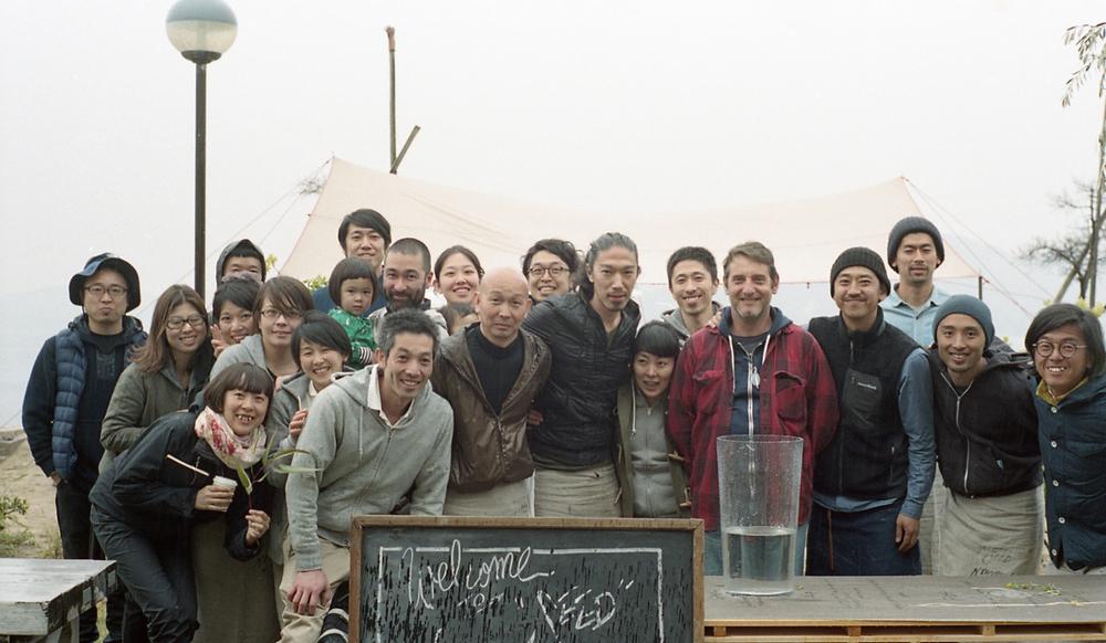 最終の船が出る直前のメンバーの集合写真。