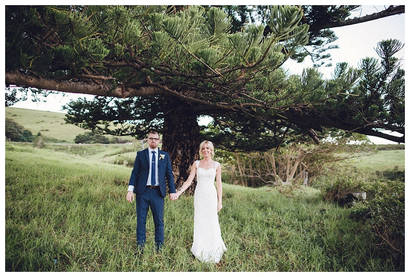 Beautiful newlywed couple in a stunning location at Bush Bank, Kiama