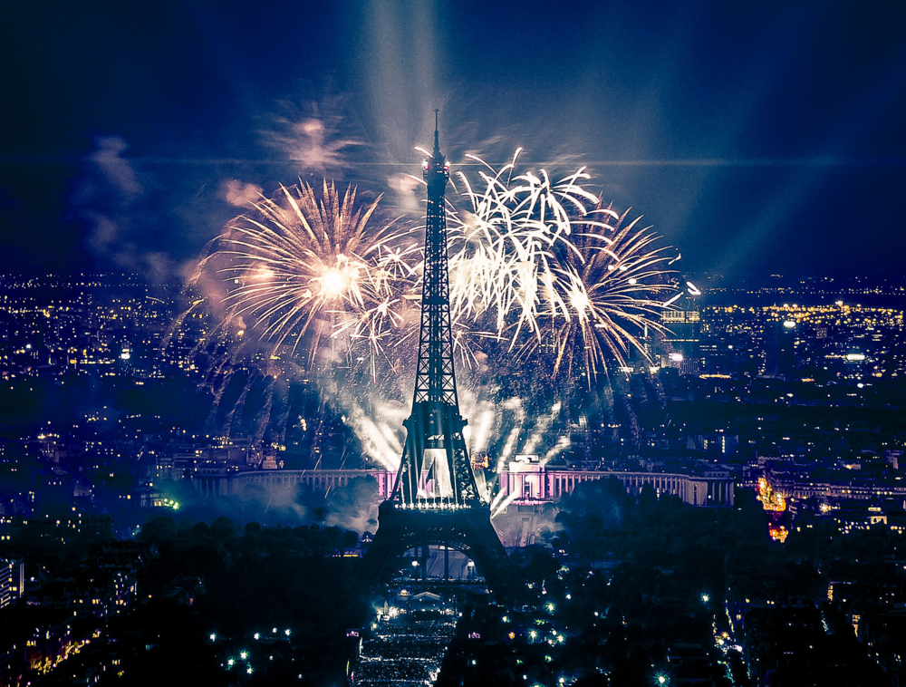 By Yann Caradec from Paris, France (Fireworks on Eiffel Tower) [CC BY-SA 2.0 (http://creativecommons.org/licenses/by-sa/2.0)], via Wikimedia Commons