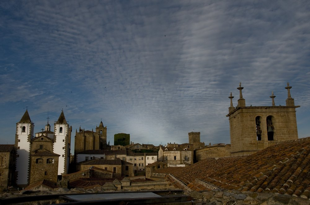 caceres-1569100_1920.jpg
