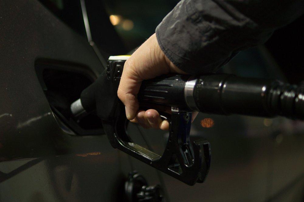 petrol-996617_1920.jpg