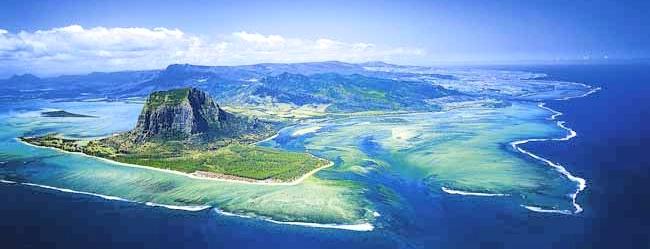 """""""Dieu avait d'abord créé l'île Maurice, avant d'en faire une copie qu'il a appelé le Paradis."""" Mark Twain"""
