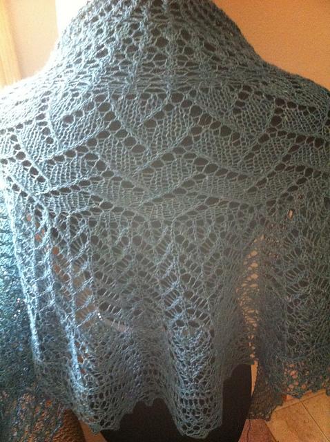 Kate's shawl in Alfalfa