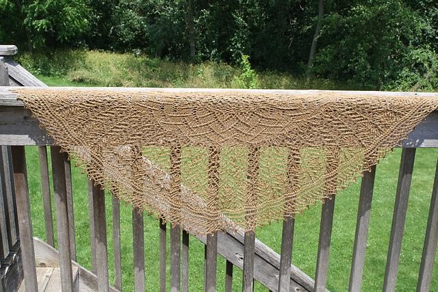 Robin's shawl in Prairie.
