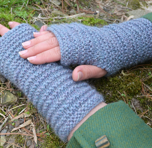 Ridgeline Mitts by Kate Gagnon Osborn