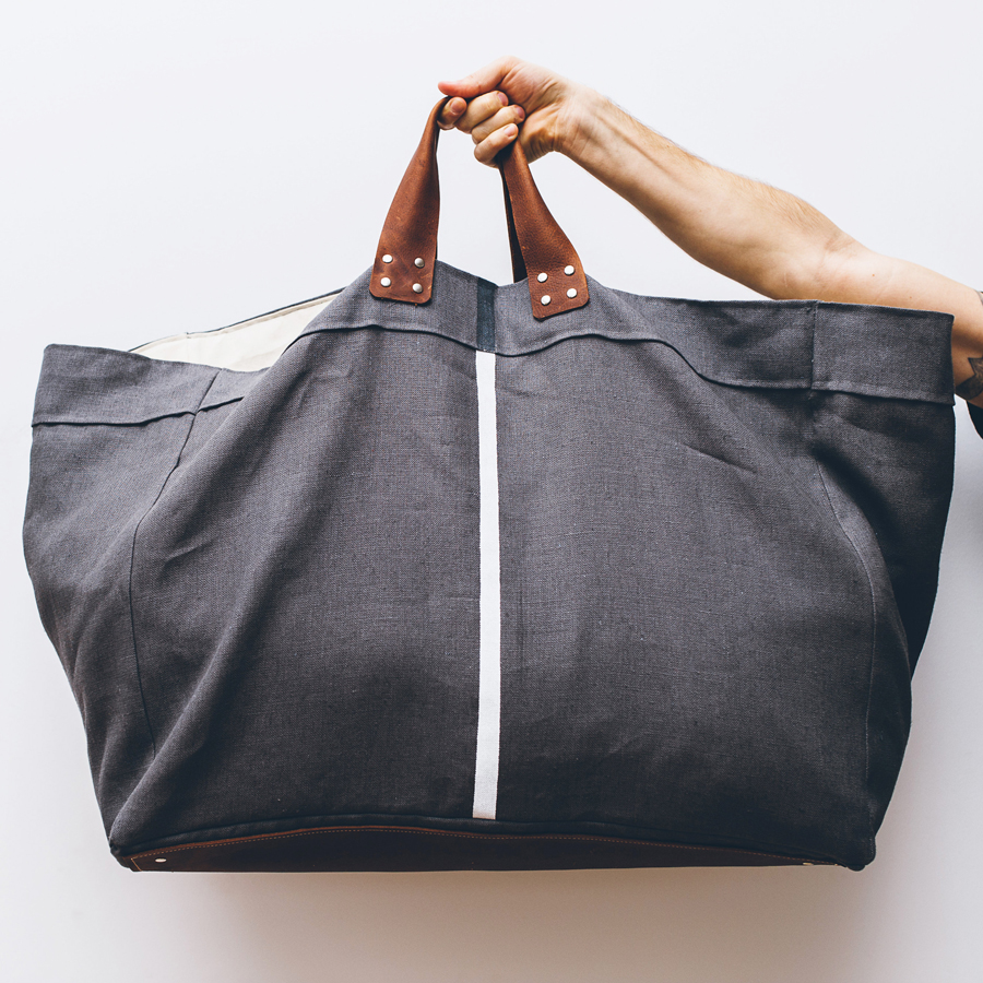 CARRY Laundry bag charcoal product shot.jpg