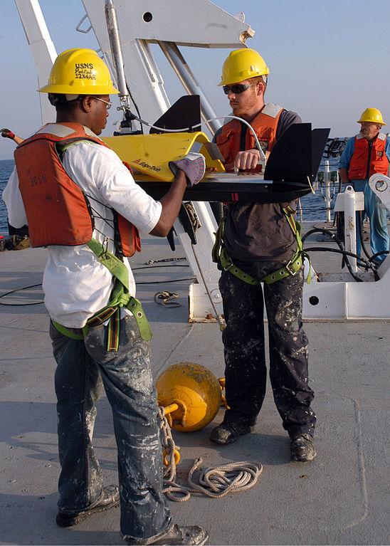 548px-US_Navy_080911-N-3970R-001_Merchant_Marine_Seaman_Derrick_Moore_and_Kyle_Gibson_prepare_to_launch_a_side-scan_sonar.jpg