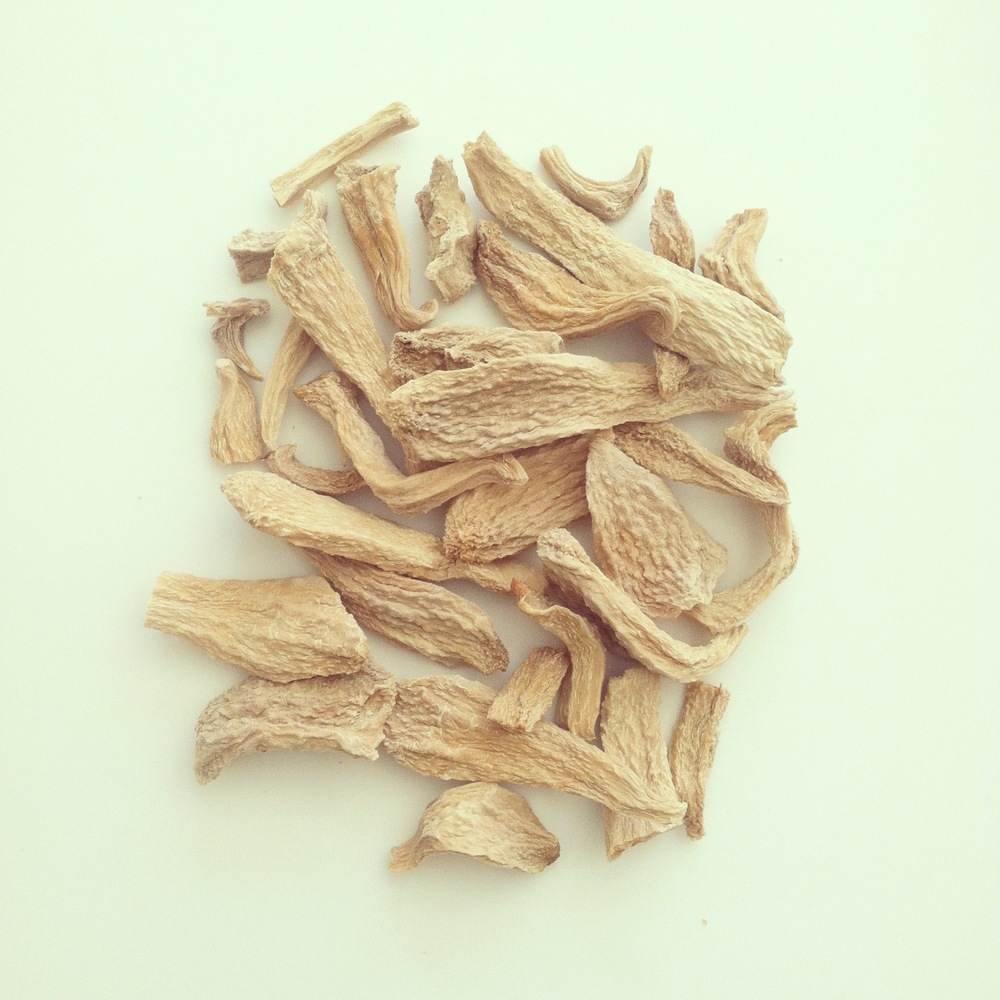 Fragments of dried orris root.