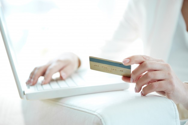 close-up-of-woman-shopping-online-with-credit-card-and-laptop_1098-2327.jpg