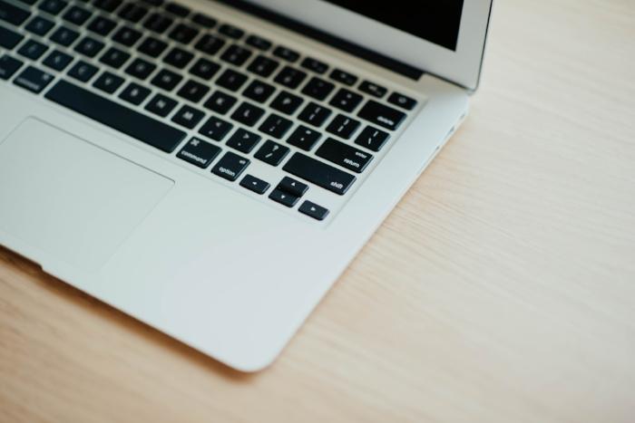 teclado de mac comillas latinas angulares