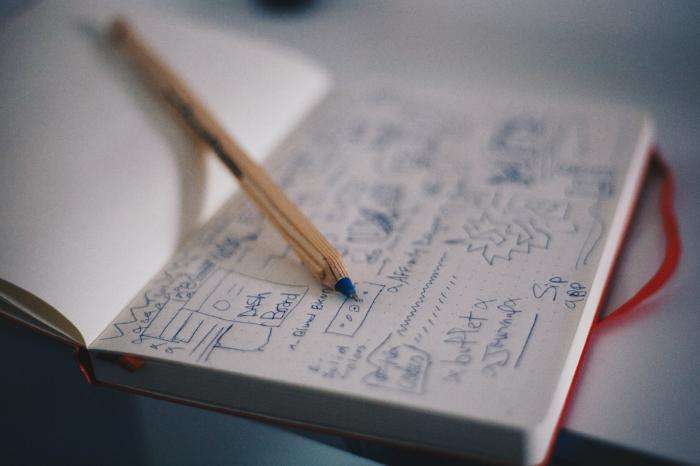 Cuaderno rojo para llevar las tareas y pendientes de todos los días