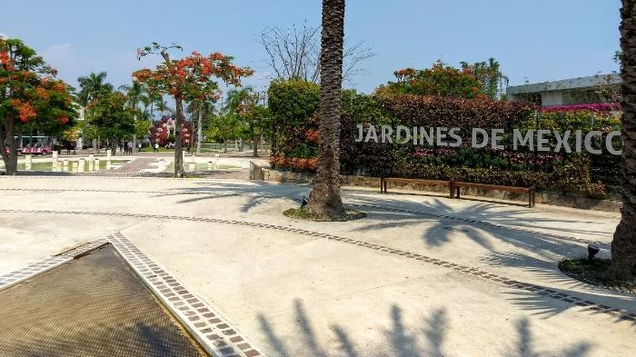Entrada principal de Jardines de México en Morelos
