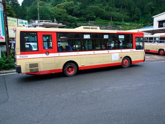 Okutaman local bus (Ricoh GR Digital)