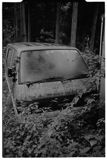 Abandoned van (Leica M2 + Summicron 35mm ASPH)