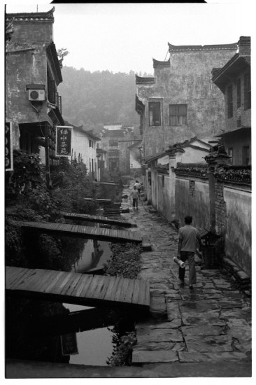 Morning in Xiao Likeng (Leica M6 + 50mm f2 Summicron + Fuji Neopan 1600)