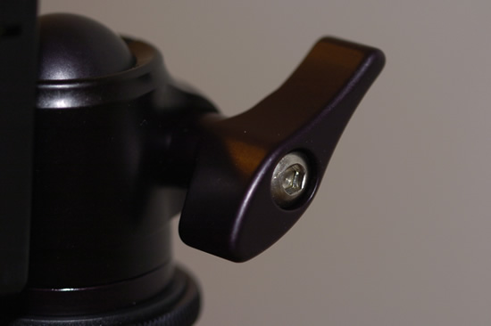 Single knob on the BH25 that is used to adjust the panning base and the ball head...