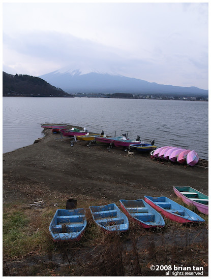 On the second, cloud cover was think enough to mask Mt Fuji from, making for very bad Fuji pictures.