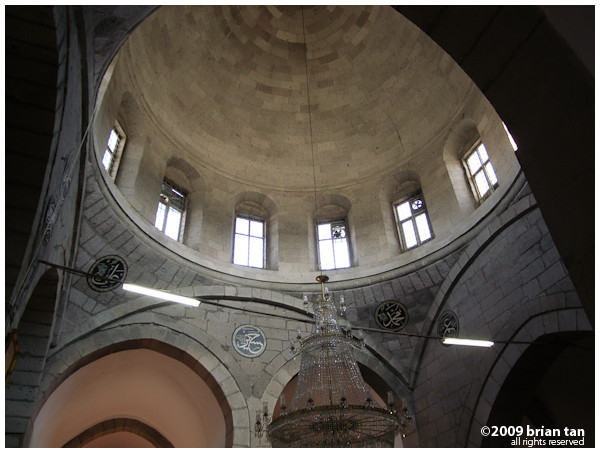 Hunat Hatun Mosque: Seljukian architecture are full of pillars and normally the central dome, like this one, does not take up the whole floor area.