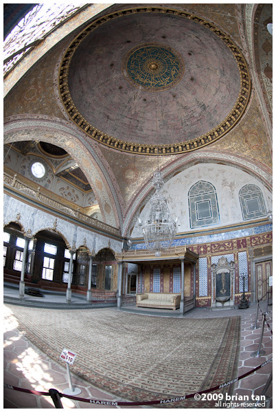 Interior Shot 6: This has to be a major Sultan chillout or audience room, again at the Harem