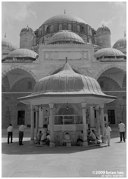Sehzade Mosque: Central fountain