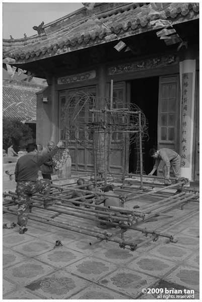 Xianggou Monastery: No idea what they're building and what for...