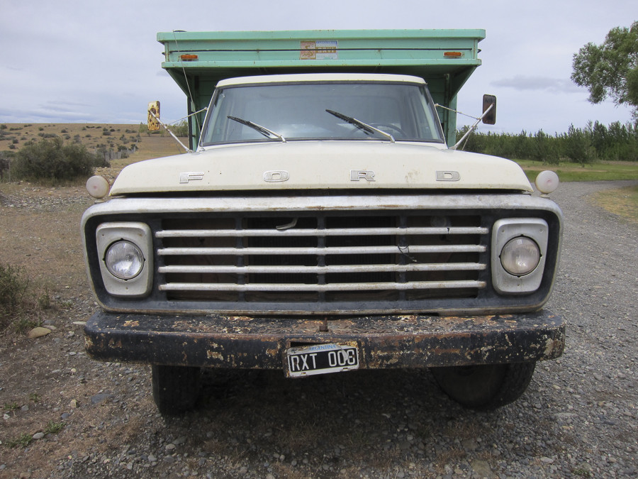 Old truck at lunch stop in Esperanza