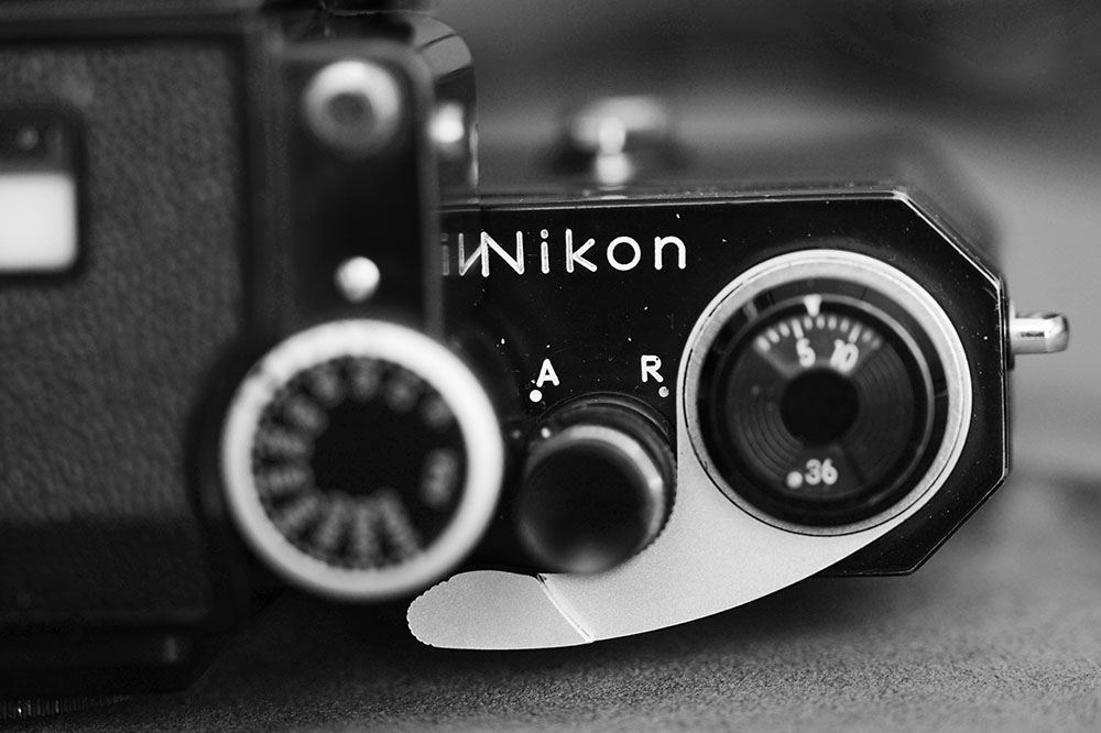 This serial is 72xxxxx which is towards the end of the run, so well past the Nikon Fs with the Nippon Kogaku logo, which I prefer. This one is so practical it is boring. Note the pre-Apollo frame advance lever. Right after this model is the last one with plastic tip.